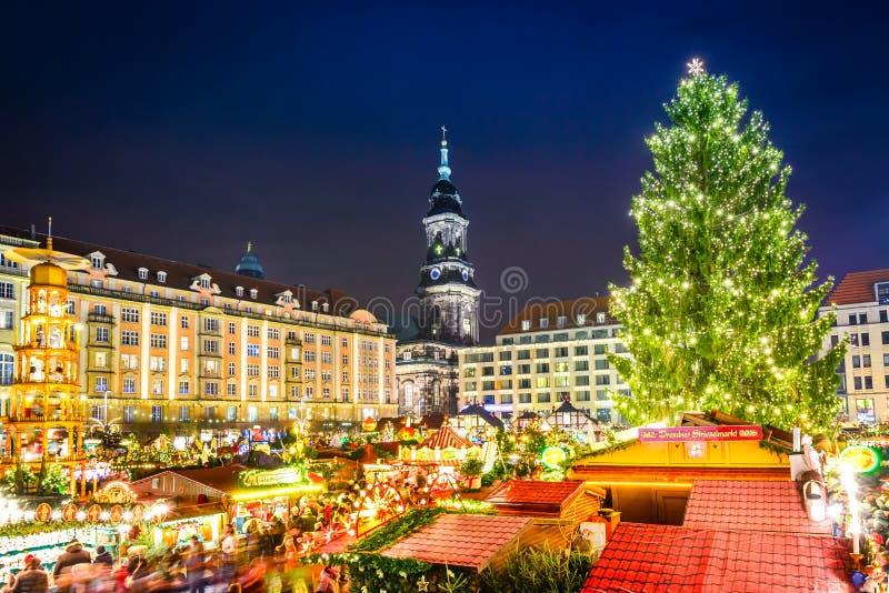 Dresden, Alemania - Striezelmarkt en la Navidad fotografía de archivo