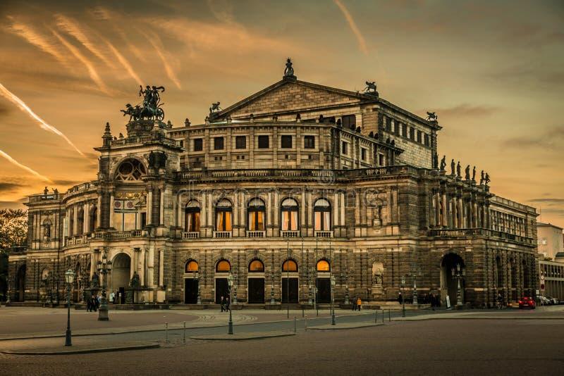 Dresden in de avond stock foto's