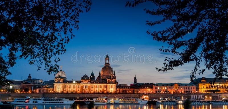 Dresden in de avond royalty-vrije stock afbeelding