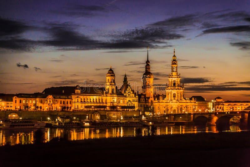 Dresden in de avond stock fotografie