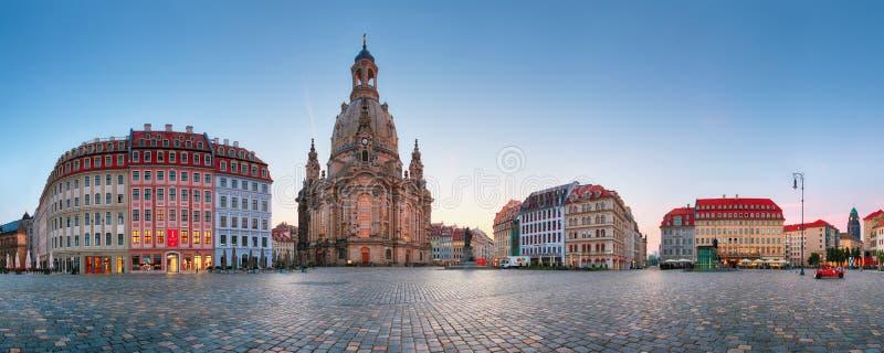 DRESDEN, DUITSLAND - 19 AUGUSTUS, 2015: Neumarkt Square en Dresden Frauenkirche Church of Our Lady Dresden is de hoofdstad van stock foto's