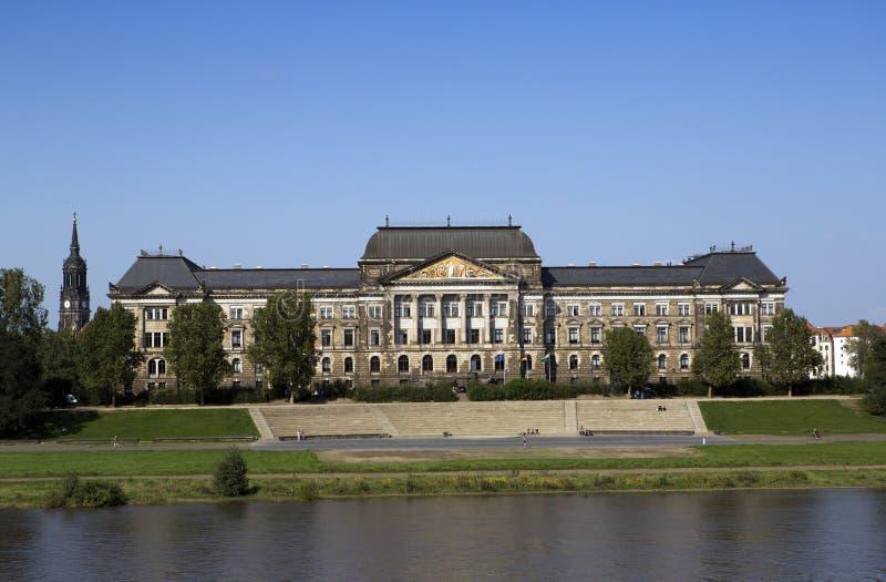 dresden Het Saksische Ministerie van de Staat van Financiën die op de Elbe rivier voortbouwen stock afbeelding
