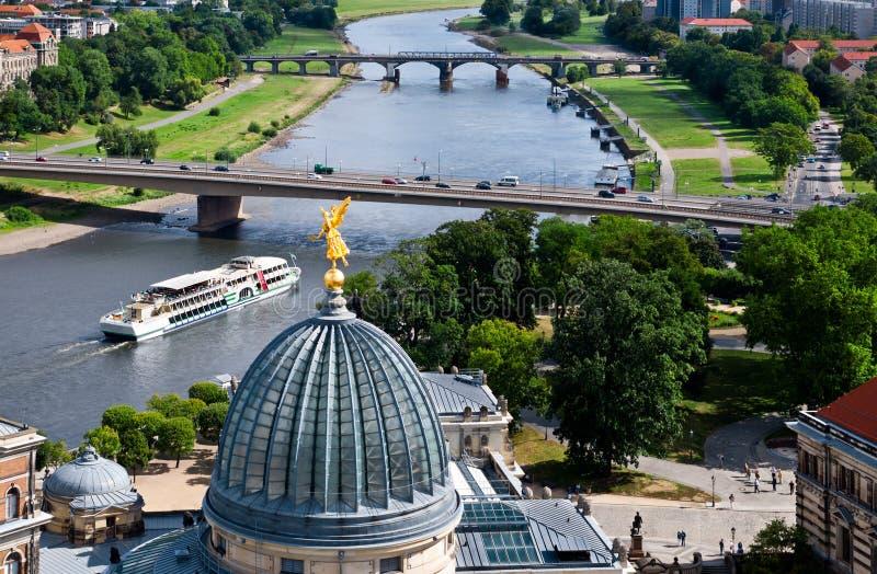 Dresden, luchtmening aan Elbe rivier stock afbeelding