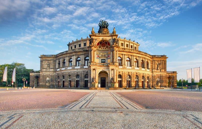 Dresden operatheater, vooraanzicht stock foto's