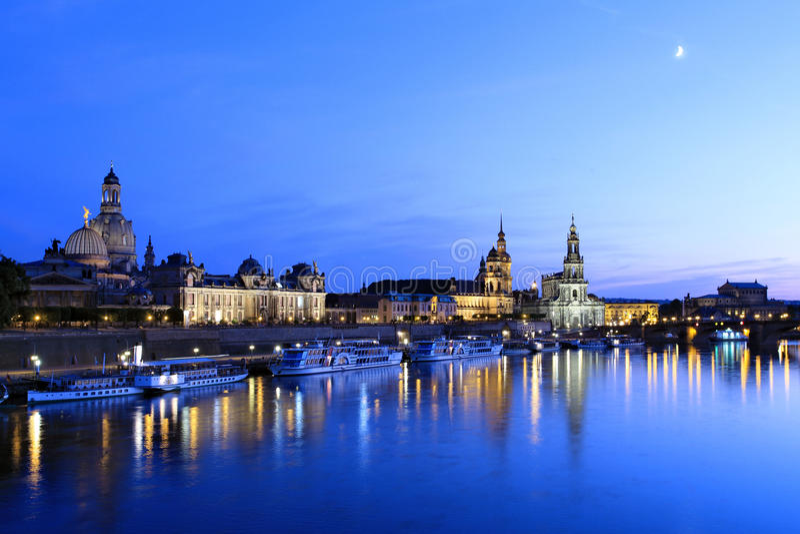 Dresden på natten, Sachsen fotografering för bildbyråer