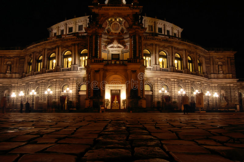 dresden semperoper royaltyfria foton