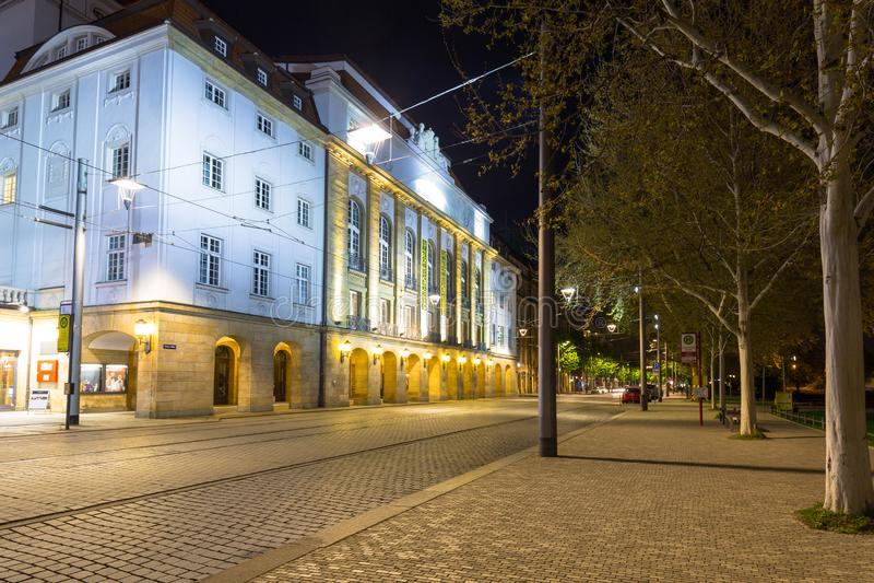 Dresden Tyskland - April 19, 2019: Härlig arkitektur av den gamla staden i Dresden på natten, Sachsen germany royaltyfri bild