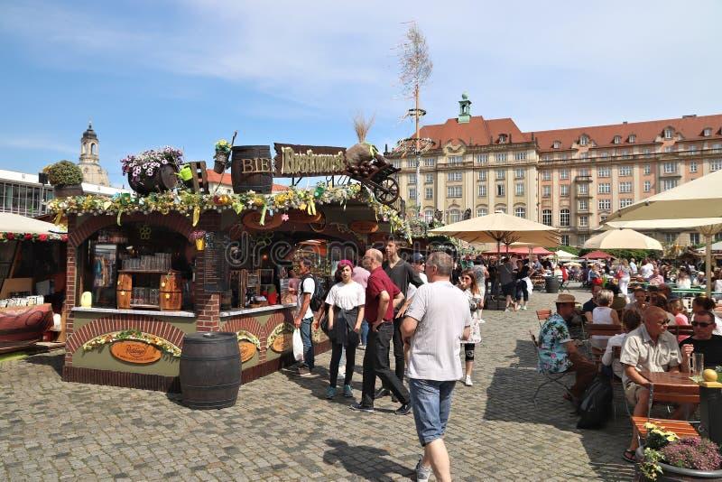 Dresden vårmarknad royaltyfria bilder