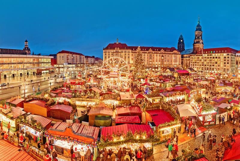 Dresden-Weihnachtsmarkt, Ansicht von über, Deutschland, Europa Weihnachtsmärkte ist- traditionelle europäische Winter-Ferien stockfotografie