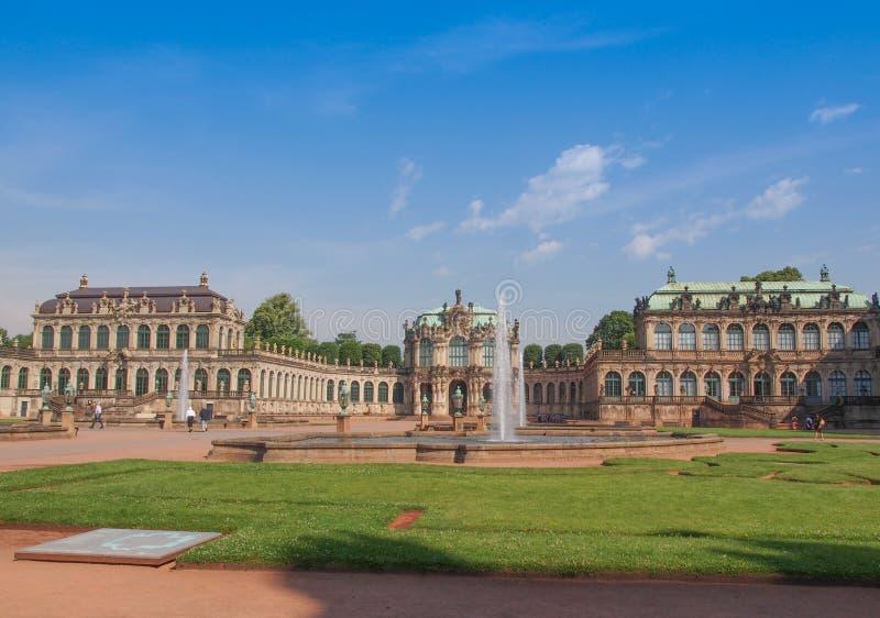 Download Dresden Zwinger foto de archivo. Imagen de naranjal, diseñado - 42431546