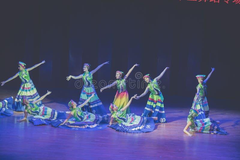Dressage 2 tana dramata Axi Yi ludowy taniec zdjęcia stock