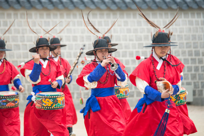 Dressed in traditional costumes from Gwanghwamun gate of Gyeongbokgung Palace Guards. Seoul, South Korea - April 22, 2016: Seoul, South Korea April 22, 2016 stock image