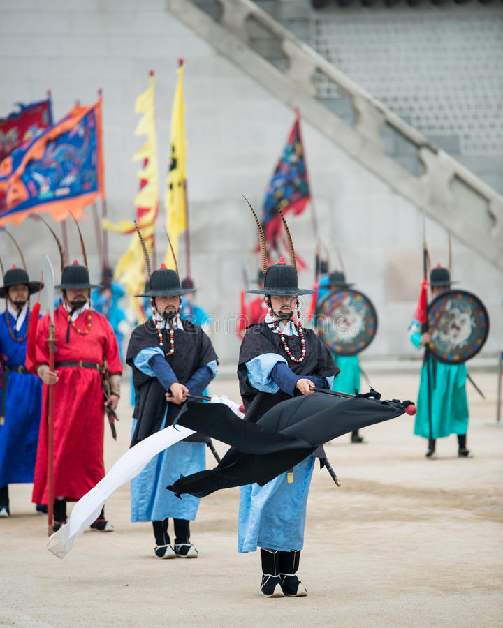 Dressed in traditional costumes from Gwanghwamun gate of Gyeongbokgung Palace Guards. Seoul, South Korea - April 22, 2016: Seoul, South Korea April 22, 2016 stock images