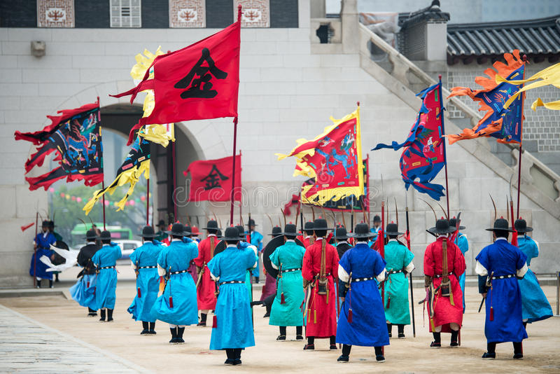 Dressed in traditional costumes from Gwanghwamun gate of Gyeongbokgung Palace Guards. Seoul, South Korea - April 22, 2016: Seoul, South Korea April 22, 2016 stock photography