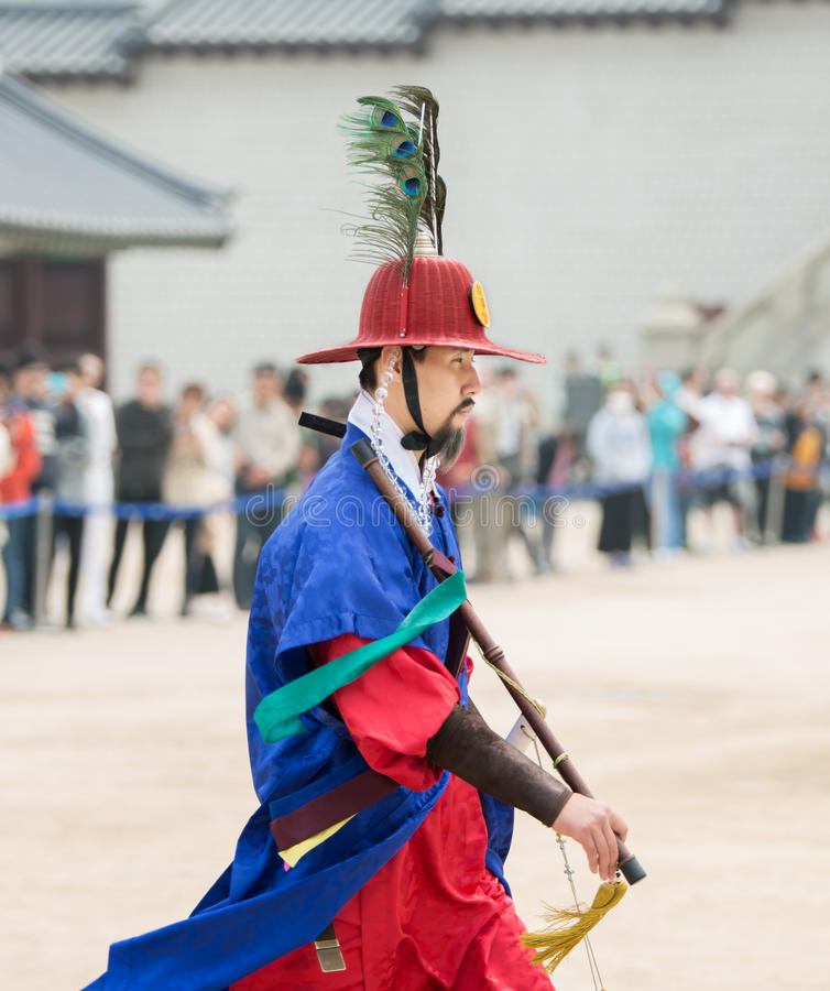 Dressed in traditional costumes from Gwanghwamun gate of Gyeongbokgung Palace Guards. Seoul, South Korea - April 22, 2016: Seoul, South Korea April 22, 2016 stock photos