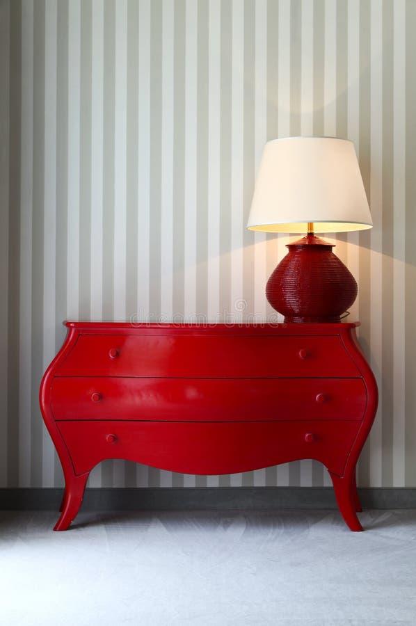 dresser lampowy czerwieni stół zdjęcie royalty free
