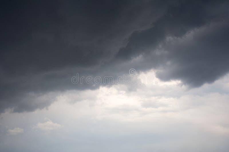 Dreszczowy cloudscape podczas lato burzy obraz royalty free