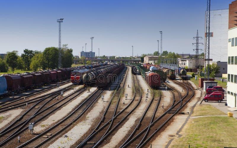 drev för station för lastestonia narva järnväg Narva estonia arkivfoton