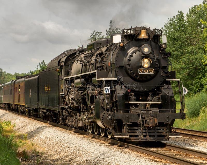 Drev för utfärd för lokomotiv för ånga för väg 765 för myntplatta royaltyfri fotografi