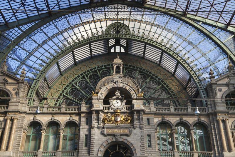 Drev Hall av den Antwerp centralstationen arkivbilder