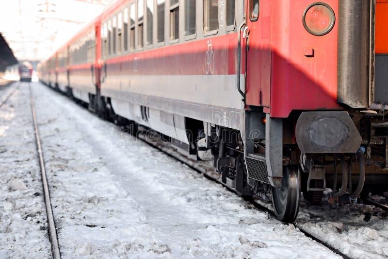 Drev i station i en vinterdag arkivfoton