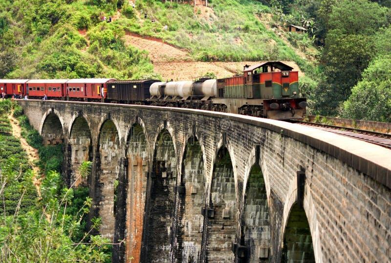 Drev på den Demodara för nio bågar bron arkivbilder