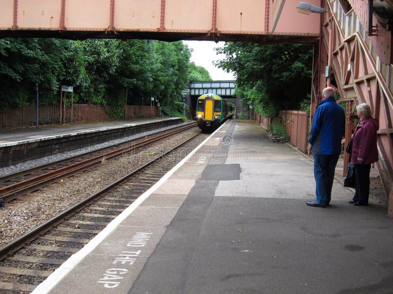 Drev som att närma sig stationen. royaltyfri foto
