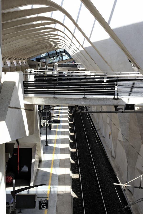 Drevet posterar i den Lyon flygplatsen arkivbilder
