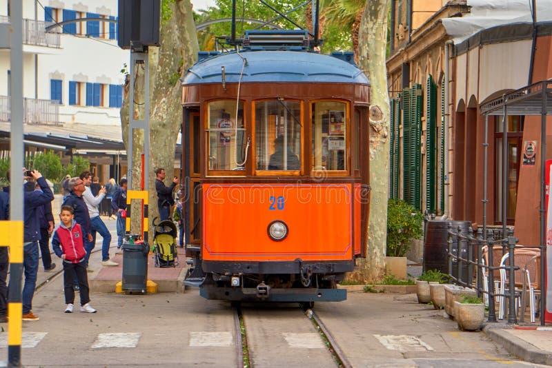 Drevet som kommer från Majorca, skriver in den sista stationen av linjen arkivfoto