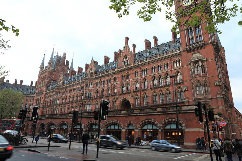 Drevstation St Pancras London arkivfoton