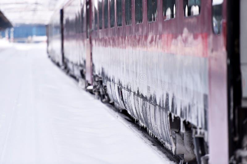 Drevvagn i station under vinter fotografering för bildbyråer
