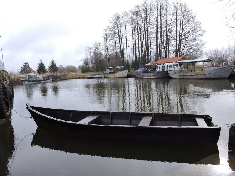 Drewniana łódź i statki, Lithuania fotografia royalty free