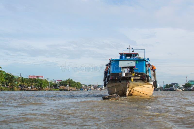 Drewniana ładunek łódź na Mekong rzeki delcie zdjęcia royalty free