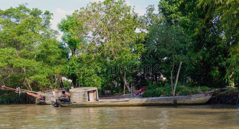 Drewniana ładunek łódź na Mekong rzeki delcie zdjęcia stock