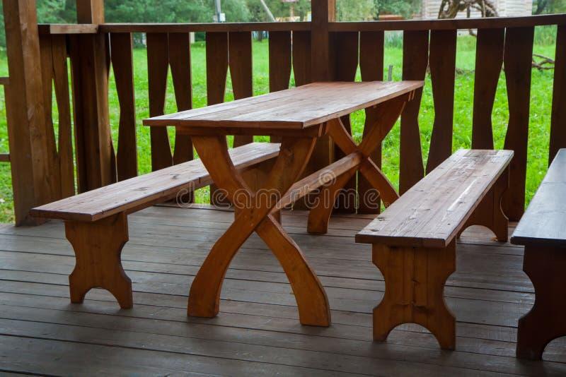 Drewniana ławka i stół fotografia royalty free