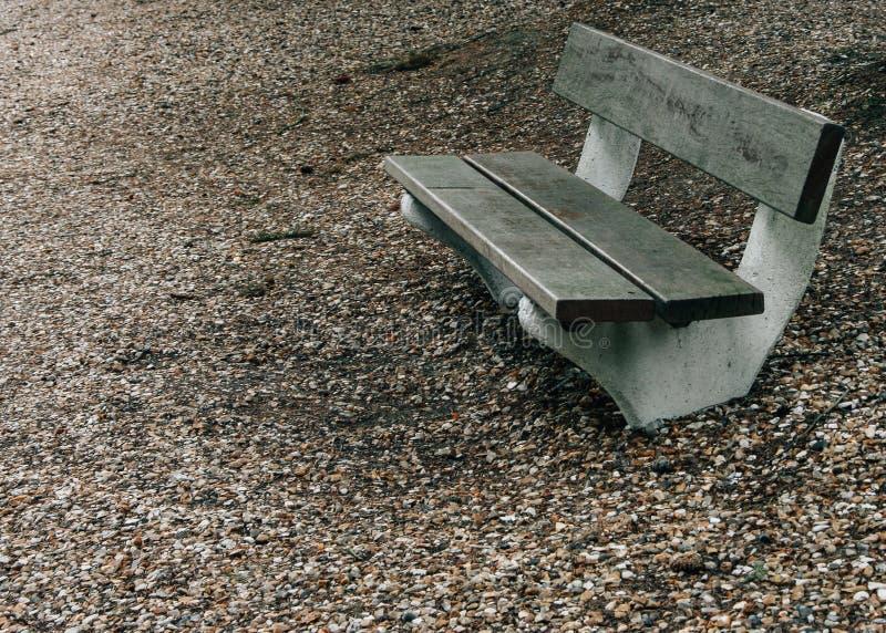 drewniana ławka w parku obraz stock