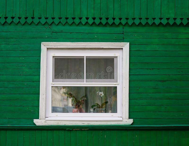 Drewniana ściana z małym okno fotografia royalty free