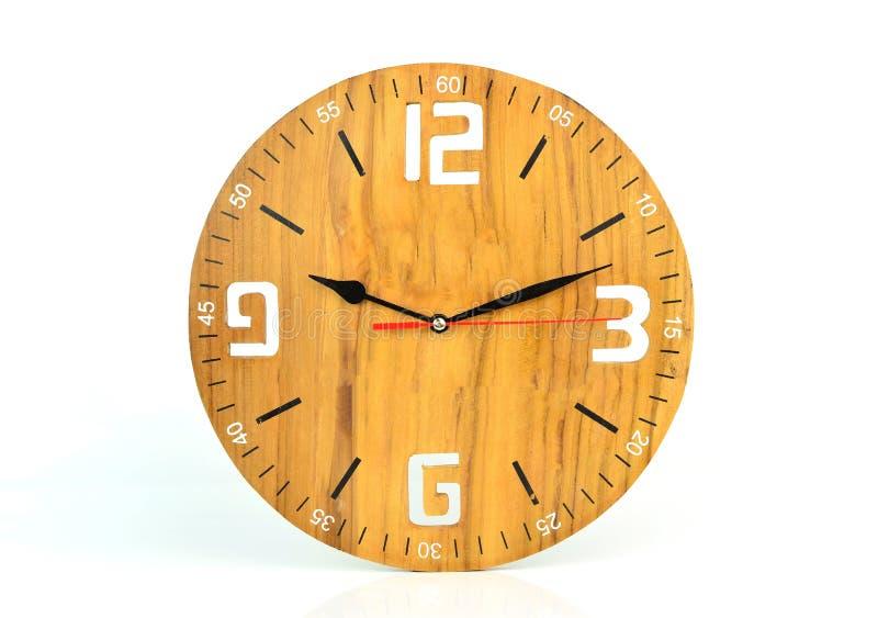 Drewniana ścienna zegarowa twarz odizolowywająca na białym tle zdjęcia royalty free
