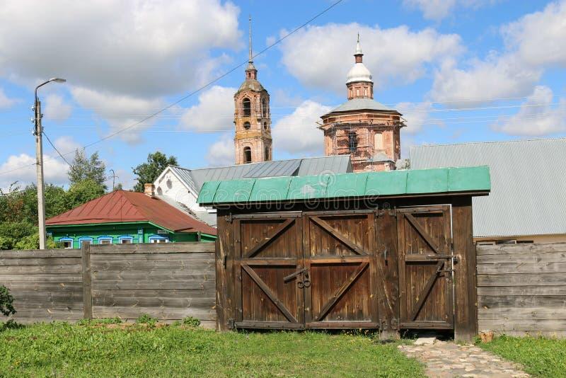 Drewniana brama dom handlowy Agapov w Suzdal obrazy royalty free