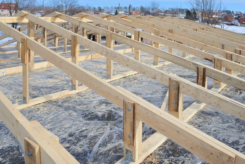 Drewniana dekarstwo budowy rama, nowy dachowy kościec obrazy royalty free