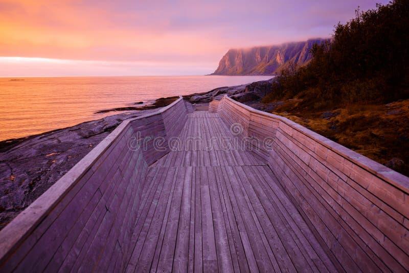 Drewniana droga przemian skalista plaża zdjęcie royalty free