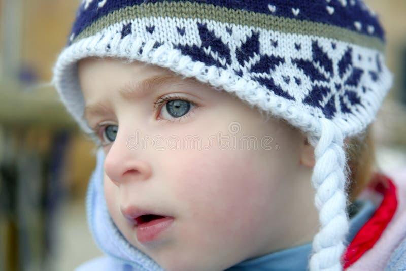 drewniana dziewczyny zima kapeluszowa mała obrazy stock