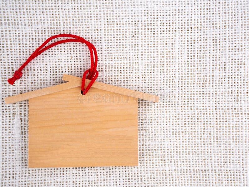 Drewniana etykietka z sznurkiem na konopie worku obrazy stock