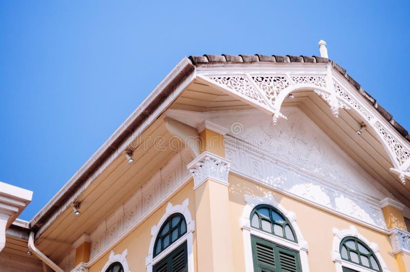 Drewniana fasada wiktoriański stylu Piernikowy dom, Kolonialny budynek obraz stock