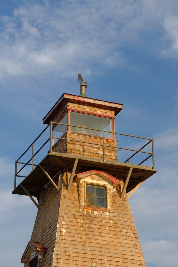Drewniana historyczna i automatyzująca latarnia morska przy krawędzią obrazy stock