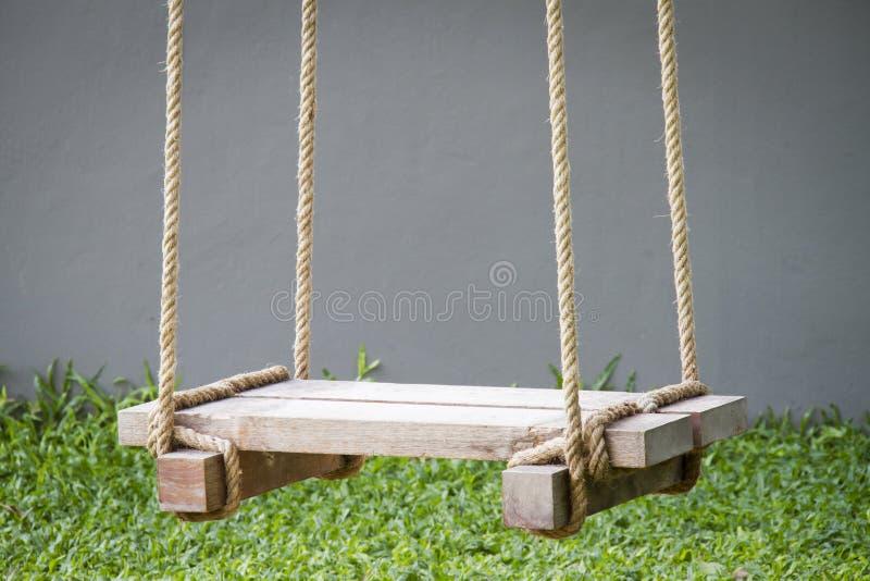 Drewniana huśtawka zdjęcie stock