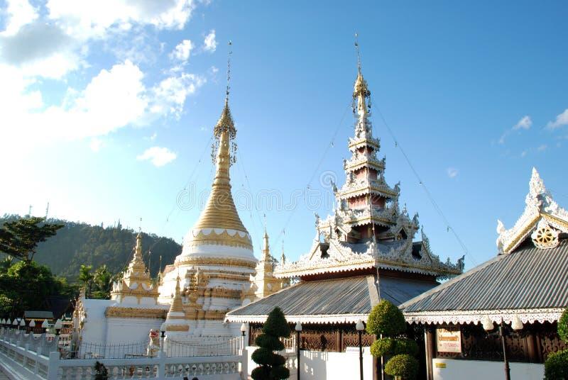 Drewniana i złota pagoda na północy Tajlandii obraz royalty free
