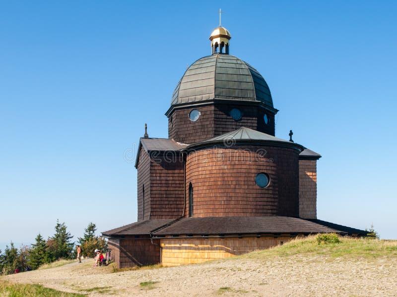 Drewniana kaplica na wierzchołku Radhost góra w Beskids zdjęcie stock