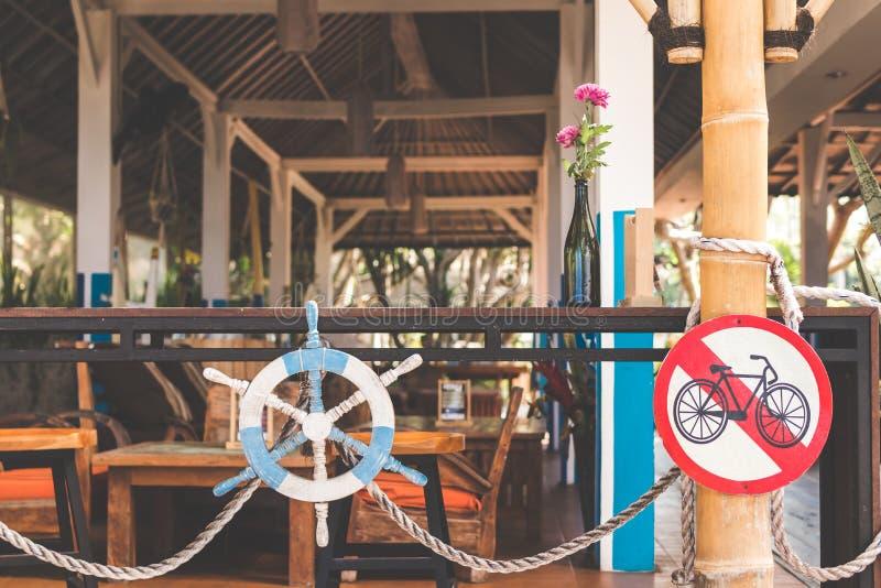Drewniana kierownica w plażowej restauracji Bali wyspa zdjęcie stock