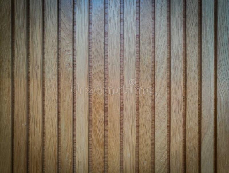 Drewniana naturalna tekstura jasnobrązowa w pionowo, tło zdjęcie stock